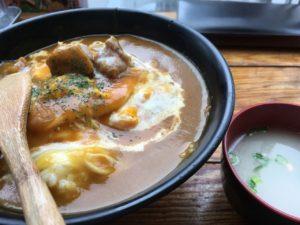 あぶりどり バリ鳥 秋葉原:オムチキンカレー丼