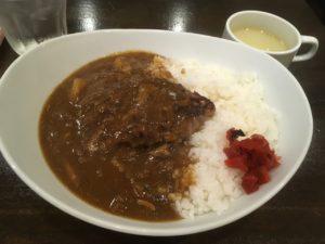 牛舎(ぎゅうしゃ):ハンバーグカレー