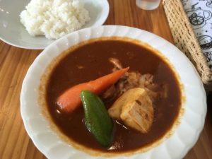 スープカレー カムイ:カマンベールチキンカレー