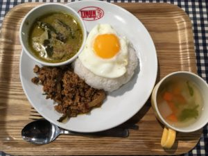 タイ国麺飯ティーヌン ヨドバシAkiba店:2種セット、ガパオ&グリーンカレー